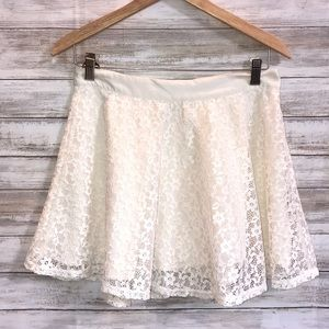 🍁💁🏻♀️Forever 21 Lacy Soft Skirt Great for Fall